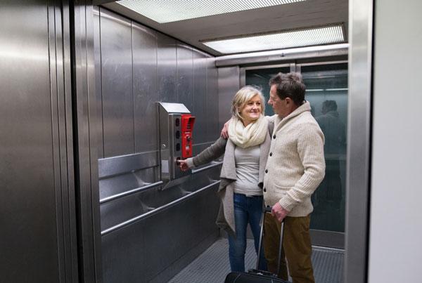 Cacereños atrapados sin ascensor