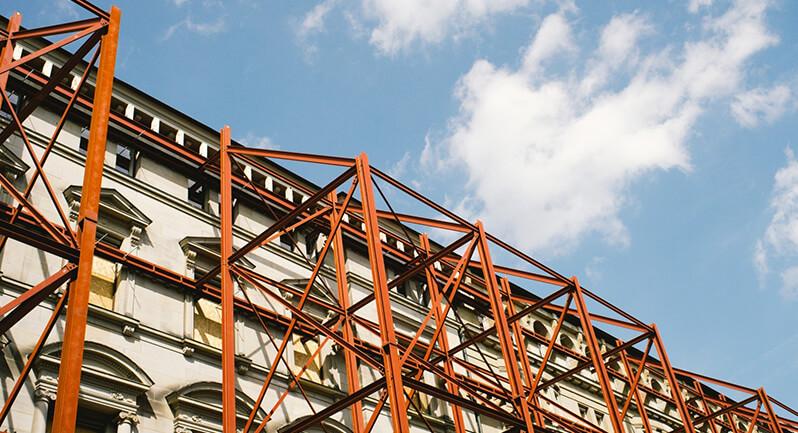 El sector de la construcción sigue creciendo, pero de forma más moderada